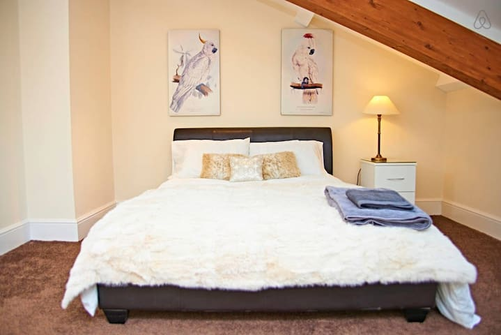 COUNTRY PENTHOUSE RETREAT SLEEPS 6 - Keighley - Apartemen