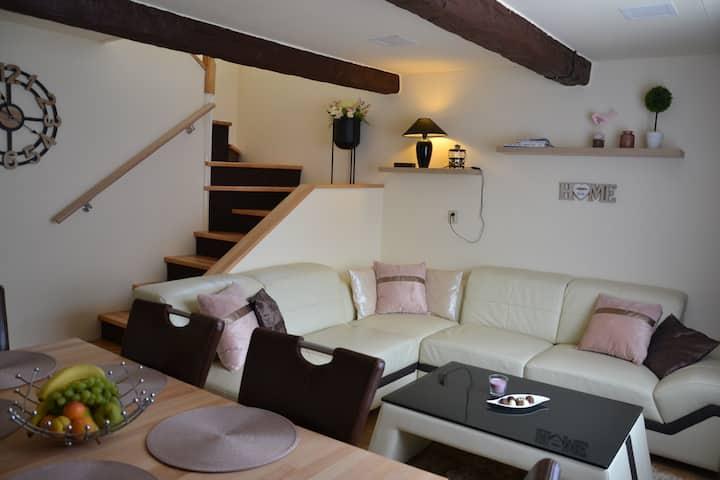 Home 4U -dom s 2samostanými apartmánmi a balkón