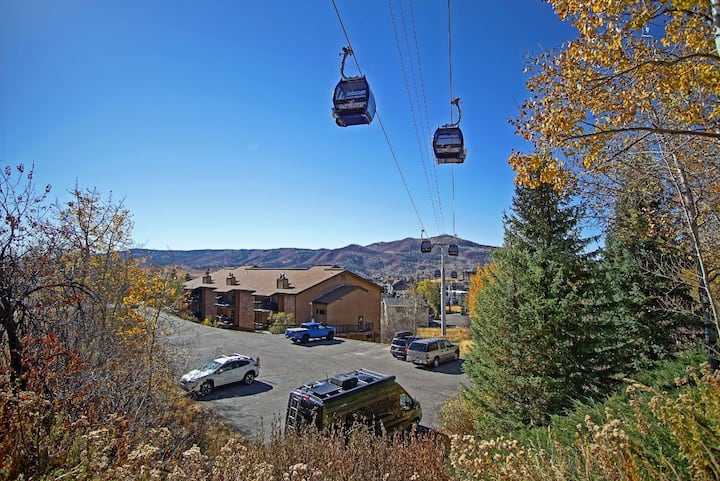 Ski In/Out, Discounted Lift Tickets, Multiple Hot Tubs, Winter Private Shuttle