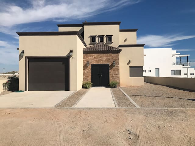 Newer Beautiful beach home in Gated Las Conchas