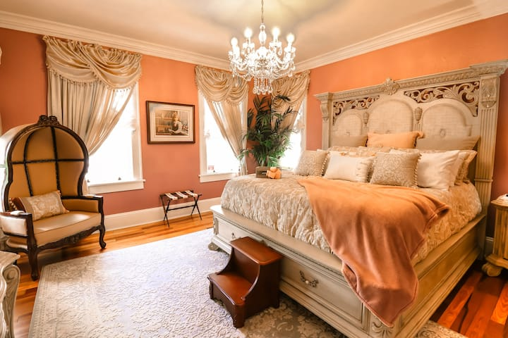 Sparkman House Luxury B&B - Villanova Room