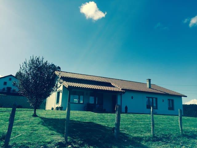 Casa de campo unifamiliar - Güemes - House