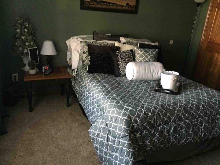 2 bedrooms space for 4.  Troy Ohio