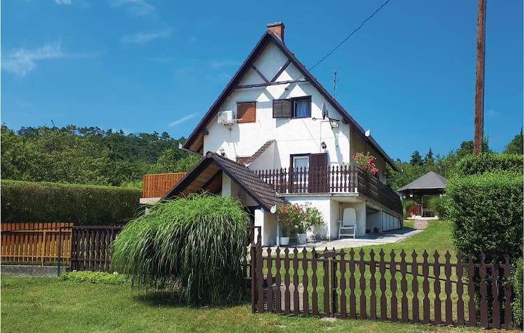 Semi-Detached with 2 bedrooms on 57m² in Balatongyörök