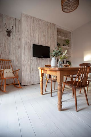 Gorgeous Stylish Four Bedroom House In Manchester