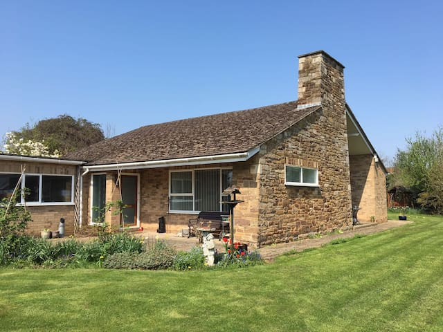 Twin room with ensuite near to Rutland Water.