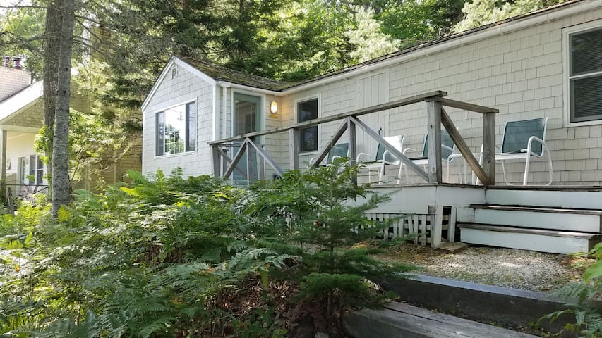 Pemaquid cottage with bay views