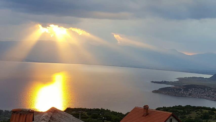 Magnificent view of Ohrid Velestovo - Ohrid - Villa