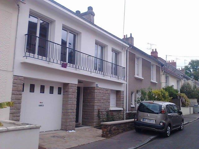 Jolie maison proche ville et Université - Nantes - House