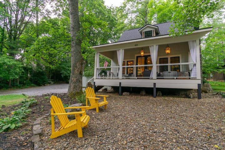 Morning Glory | Luxury Cottage with Covered Porch & Outdoor Fire pit! - 3 Bedroom, 2 Bathroom