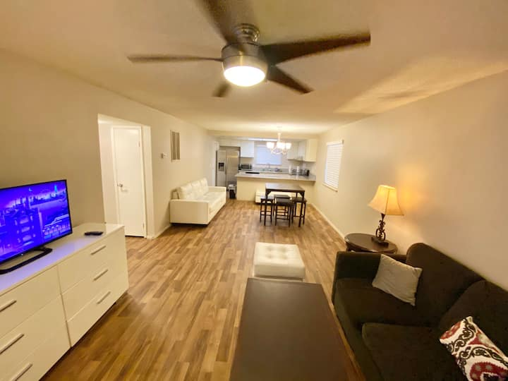 Comfy 2BR 8 min to Strip, Free WiFi Parking TV