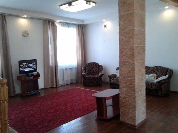 Unique apartment, center, two levels, chimney
