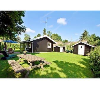 Sommerhus i Rågeleje, 400 m fra vandet - Vejby - Blockhütte