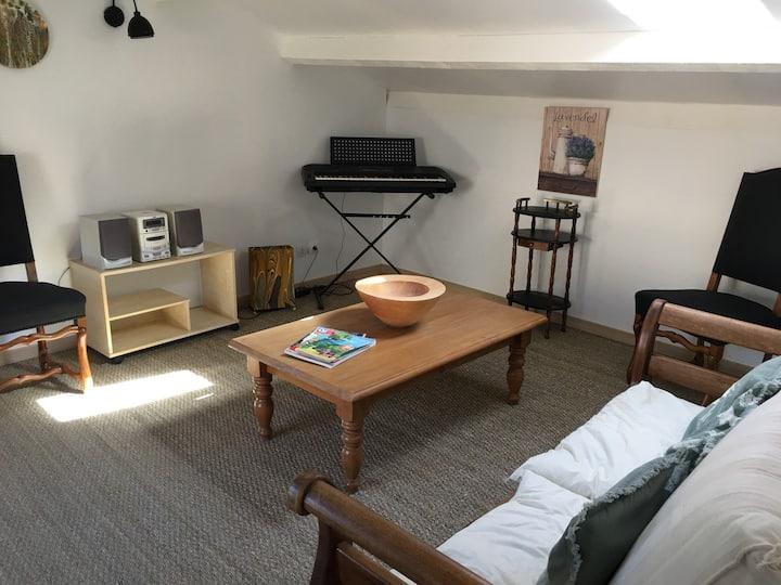 Mirabeau bel appartement en sud Luberon. (40m2)