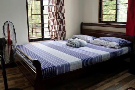 Comfy private bedroom in Caloocan City w/Wi-Fi - Caloocan - Ház