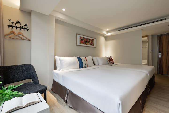一中商圈。親親戲院舒適優雅寧靜社區內的家庭四人房Modern Quadruple Room