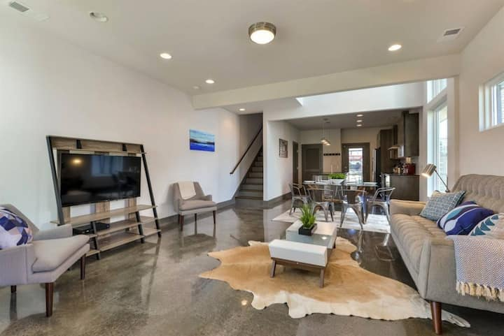 Contemporary Home Downtown with Rooftop Patio!