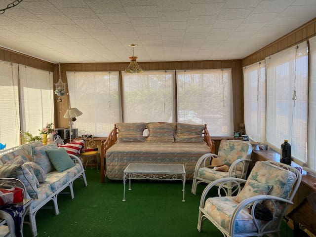 Sun Room - trundle bed