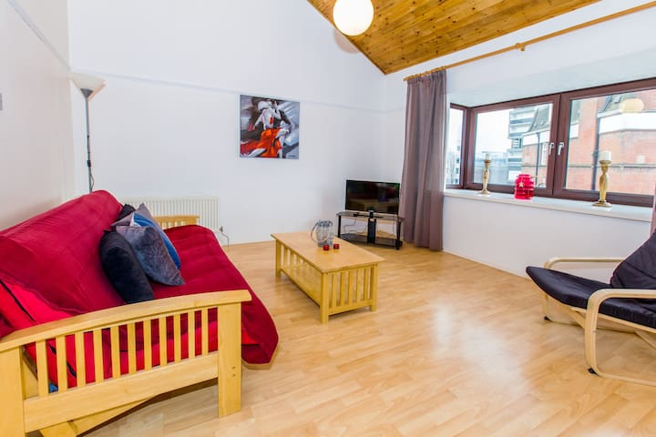 Home Hub - City Centre Duplex Apartment