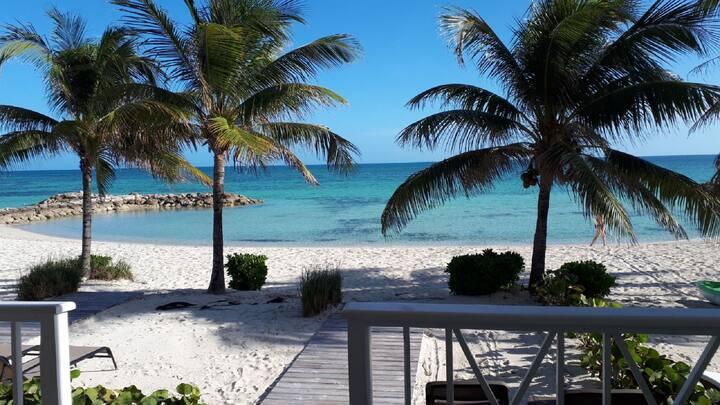 STUNNING LUXURY BEACH-HOUSE-blue sea private beach