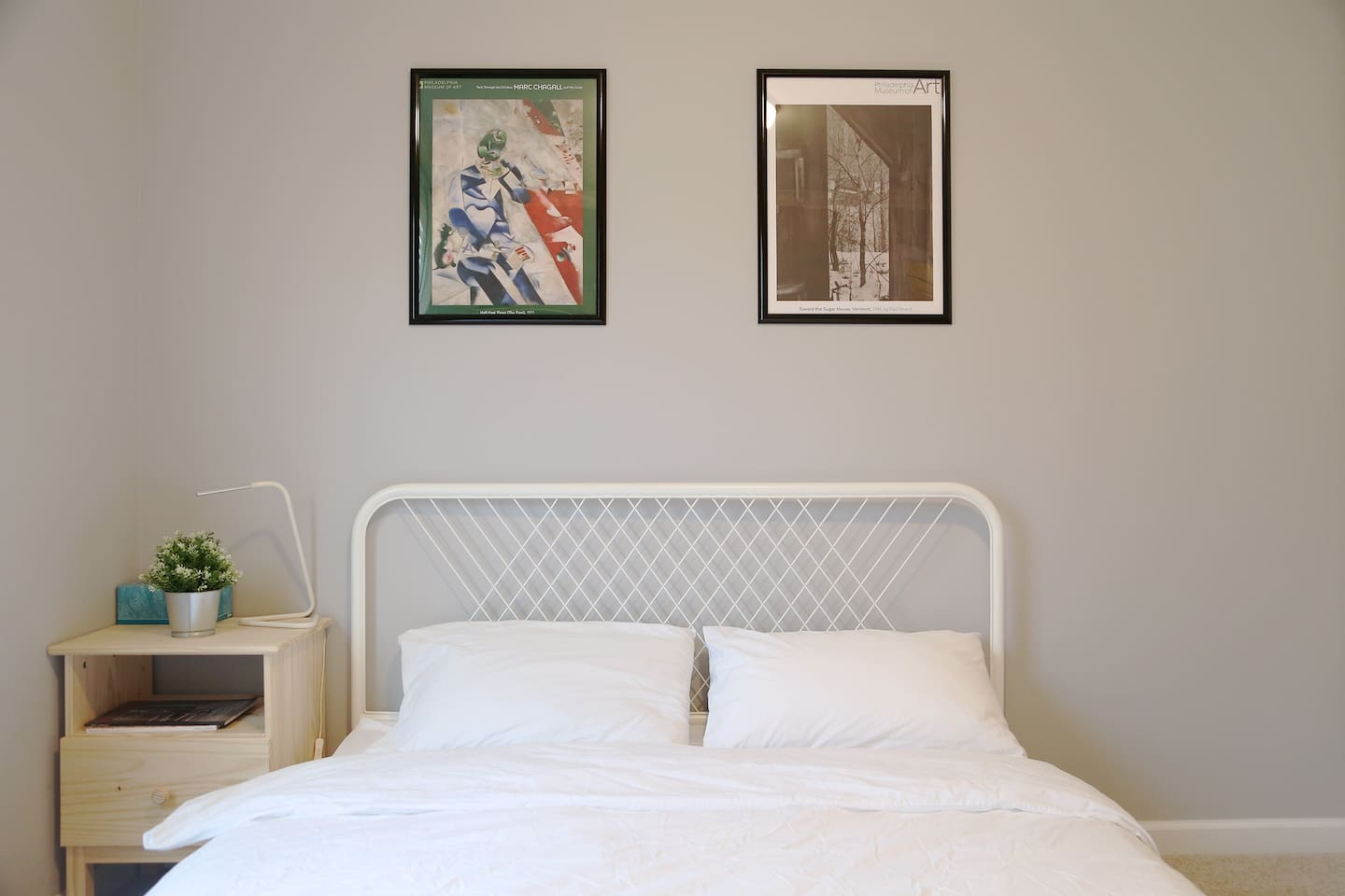 Private bedroom with a queen bed