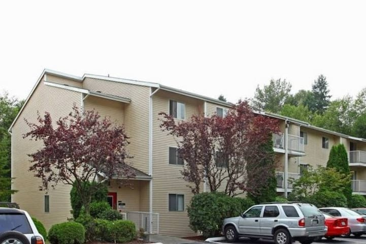 CLEAN and COZY room at a convenient location - Lake Forest Park - Apartament