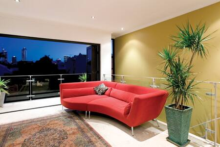 Funky Terrace home in BEST spot! - Perth - Maison