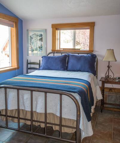 The Grey Wolf Room at Bond Ranch - Sequim - Bed & Breakfast