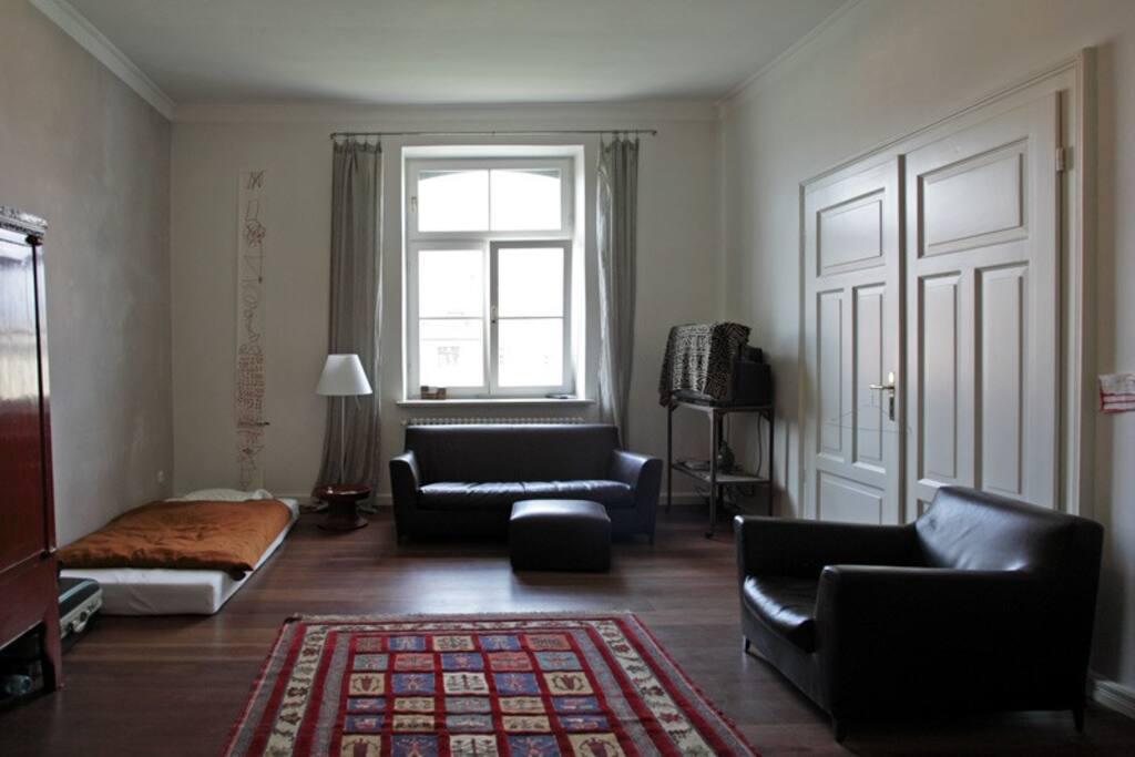 Raum mit Matratze (auch doppelt so breit möglich)