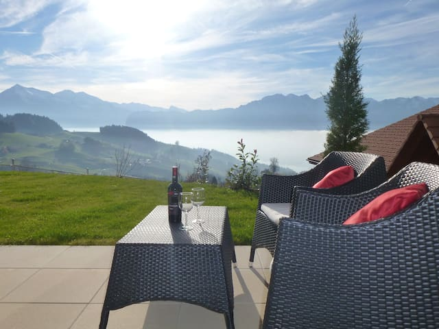 LAKEVIEW/ Panorama Lodge Goldiwil - Thun - Apartment