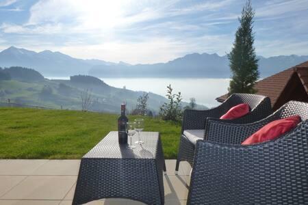 Panorama Lodge Goldiwil mit See- und Bergsicht - Thun