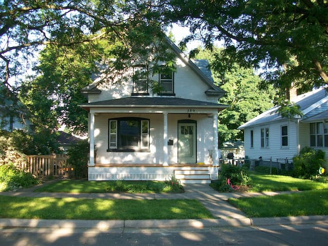 Charming upper duplex in w. 7th  - Saint Paul - House