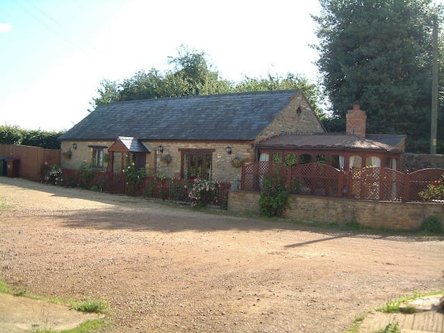 Front of Turpins Lodge Cottage.