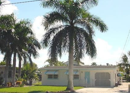 Cozy Cottage with pool, dock ,WOW - Fort Myers Beach