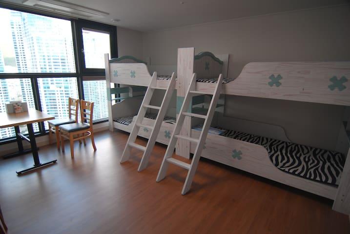 Dynamic - 4 beds Dorm - Busan - Departamento