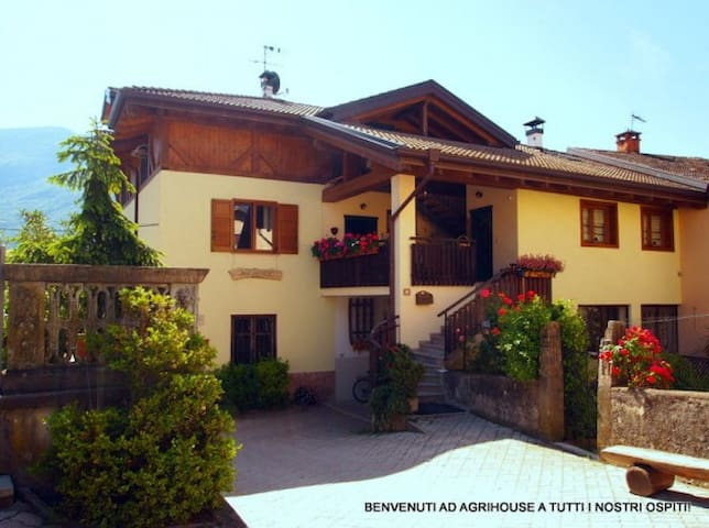 AGRIHOUSE -B&B tra natura e relax! - Dercolo - Bed & Breakfast