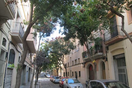 Quiet room to rent in central Barcelona area - Barcelona