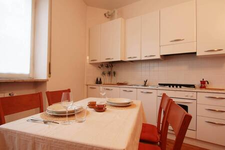 Spacious Apartment in Central Crema - Apartment