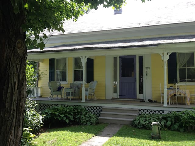 1880s Cozy Village Home, 3 bedrooms - Salisbury - Casa