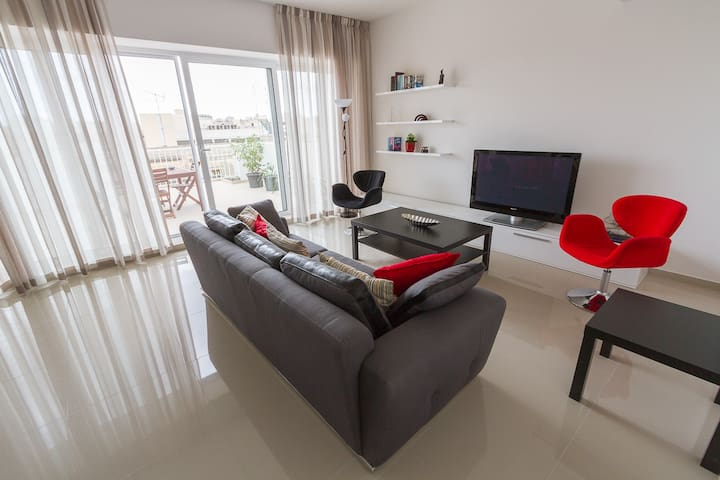 Bright & modern penthouse apartment - Msida - Apartamento