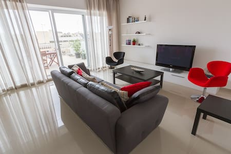 Bright & modern penthouse apartment - Msida