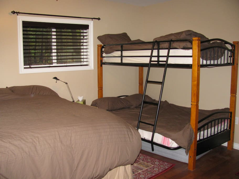 Queen size bed and Twin over Double Bunk to accomodate your family