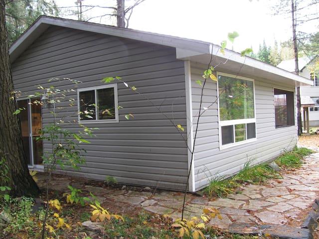 Cabin Cottage on the Black River  - Washago - Kabin