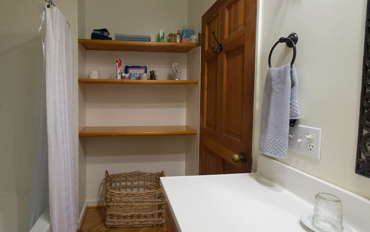 Clean & Simple Bathroom