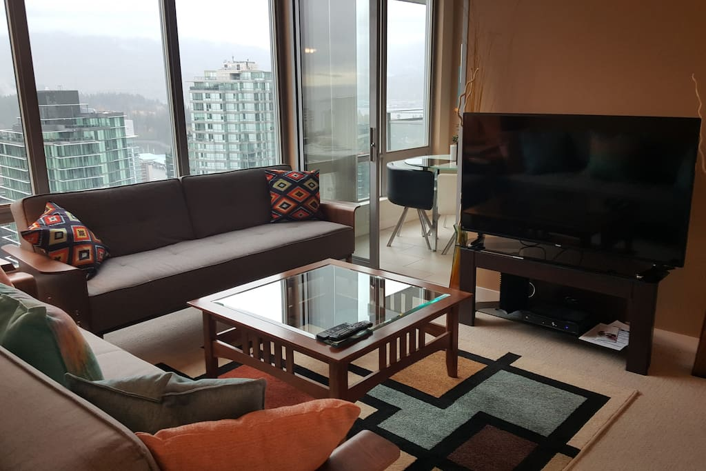 Coal harbour 30th floor english bay view apartments for Columbia flooring canada