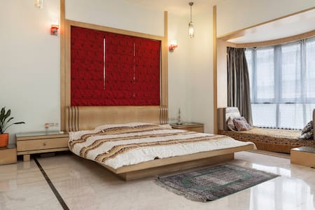 Luxurious room in city centre villa