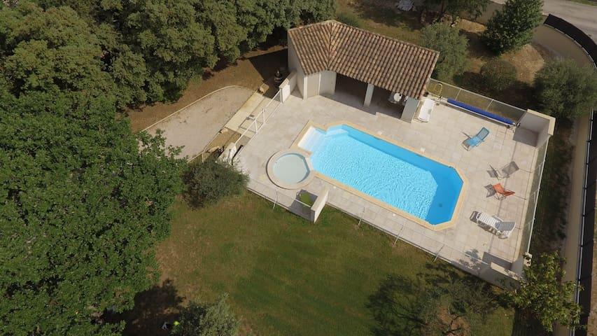 G-Maisonnette 4/6 pers terrasse-jardin-piscine-spa
