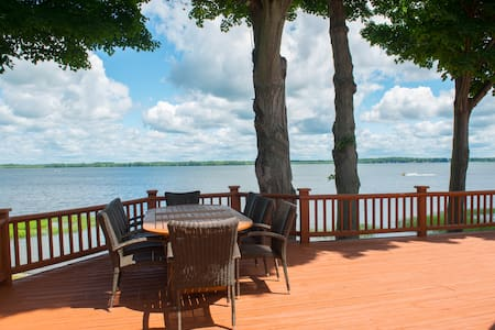 Expansive 4BR Custom Lake Estate - Brewerton - Dům