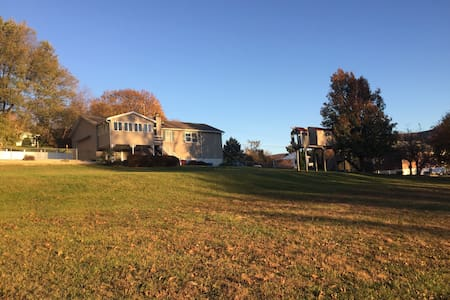 Warm Room in a Clean and Spacious House - Fishkill