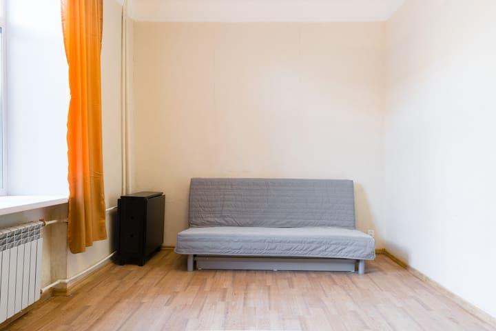 Уютная квартирка возле Набережной.. - Samara - Pis
